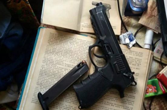 На Донетчине поймали боевика с пистолетом и взрывчаткой