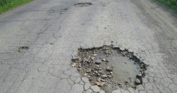Премьер  требует ускорить ремонт автомобильных дорог