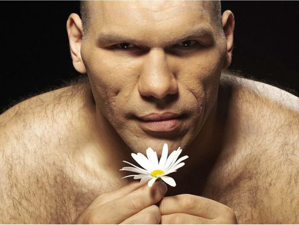 Цветок насквозь проходит через девушку порно
