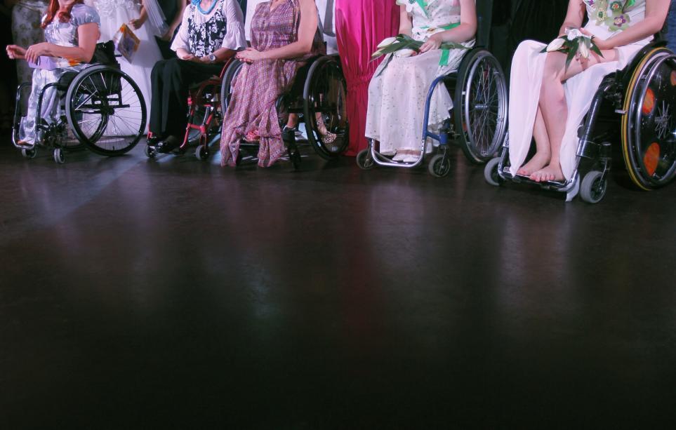 Конкурса в инвалидных колясок