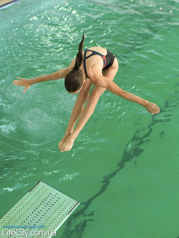 Прыгающая девушка на члене 3 фотография
